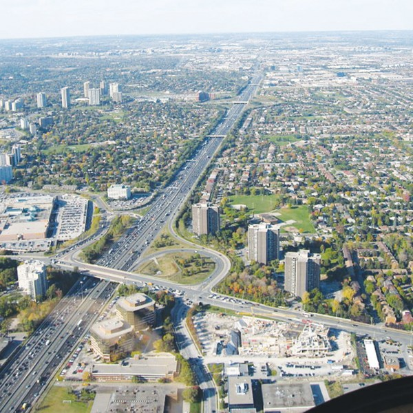 Highway 404 northbound just north of the Highway 401/Don Valley Parkway interchange, showing the interchange with sheppard Avenue.