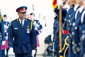 Toronto's first black police chief, Mark Saunders, sworn in to new job