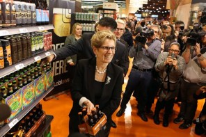 Premier Kathleen Wynne makes history by buying six pack of beer at grocery store