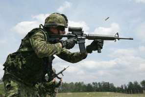 Toronto police buy military style rifles for front line officers